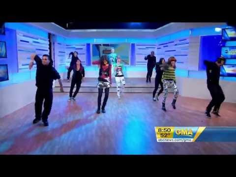 Zendaya Coleman  & Bella Thorne Bailando En GMA Good Morning America