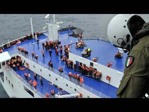 انتشال نحو ثُلثيْ ركاب السفينة اليونانية التي اندلع فيها حريق في بحر الآدرياتيك