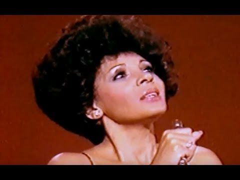 Shirley Bassey - All in love is fair