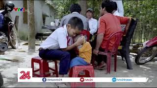 Người thầy của cậu bé học trò tí hon  - Tin Tức  VTV24