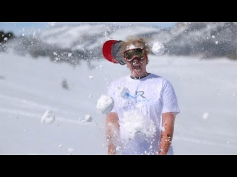 Snowball Fight with Freddiew - Vooray