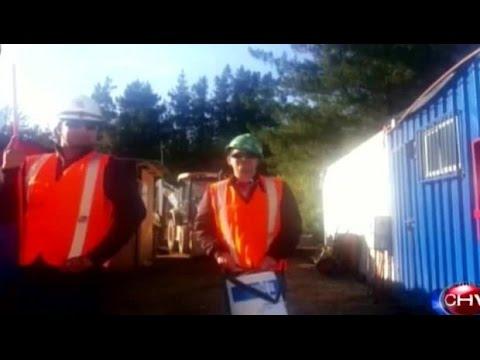 Obreros de la construcción simulan desfile de la Parada Militar - CHV Noticias
