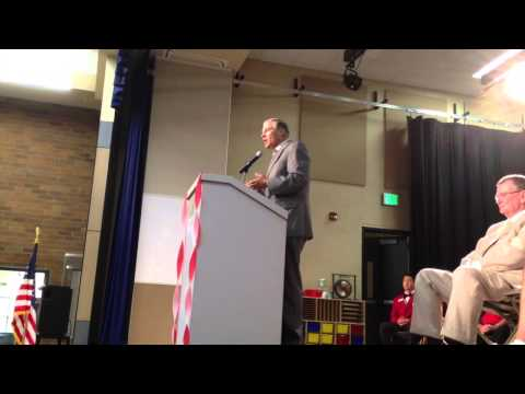 Gov. Jay Inslee speaks at Crestline Elementary