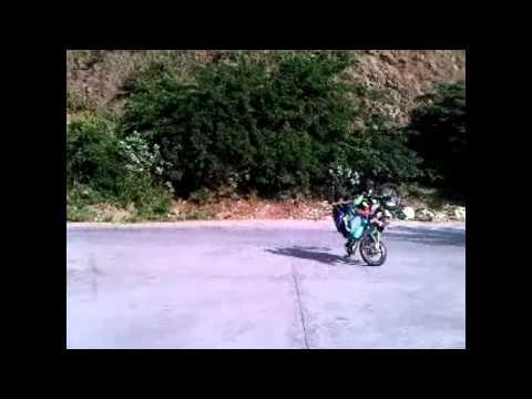 media moto pirueta extrema en la guaira junior pirueta