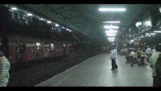 FURIOUS.   NIGHT VIDEOS TAKEN AT KURLA STATION