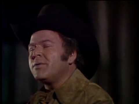 Roy Clark - The Christmas Song [Chessnuts Roasting By An Open Fire]