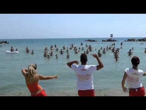 Villaggio Campeggio Duca Amedeo Balli di gruppo in spiaggia 02-07-2012