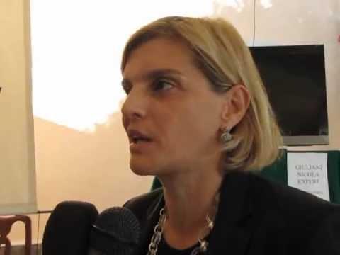 Alessandra De Stefano presenta il libro Giulia e fausto CompianoPR intervista 28-08-2011.wmv