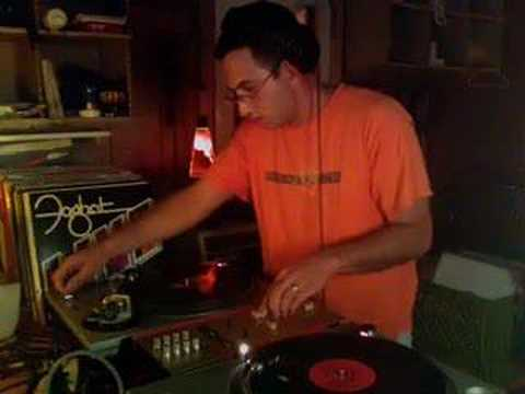 DJ Mudfoot spins classic drum and bass / jungle