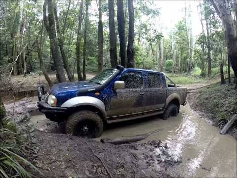 Holden Rodeo vs Nissan  Navara 4x4 off road