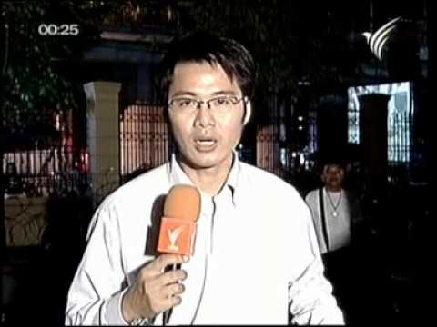 21APR10 THAILAND ; Breaking News at 11 PM ; TV Thai ; Round 1 of an Encounter Between the Silom Road's Residents and the Red Shirt Protesters in BKK