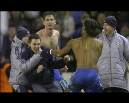 Frank Lampard got lamped ; Fan attack [Tottenham - Chelsea]