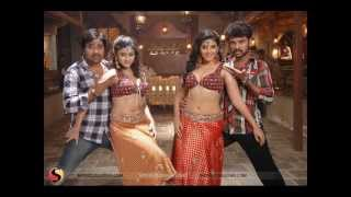 Anjali and Oviya Clamer Dance in Kalakalappu (2012)