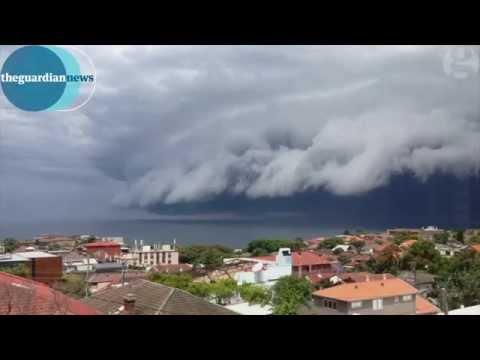 'Cloud tsunami' rolls in over Sydney
