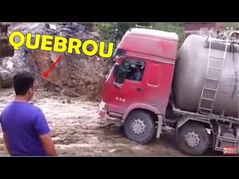 ESCAVADEIRA PUXA CAMINHÃO E CAUSA ACIDENTE CABO DE AÇO QUEBRA.