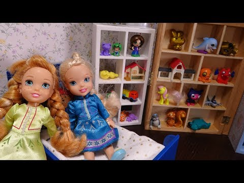 Elsa and Anna toddlers shoe decorating with My little pony and the Disney princess toddlers