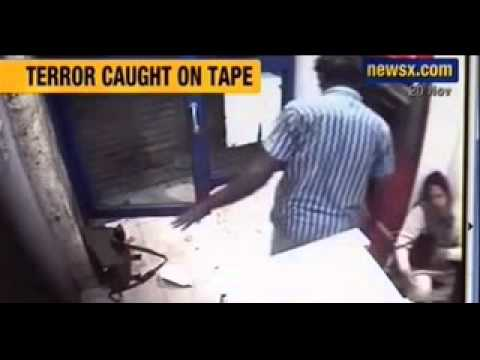 Caught On Camera : Woman Attacked, Robbed Inside Atm Kiosk In Bangalore - Newsx video