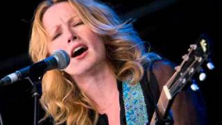 Watch Allison Moorer Dancing Barefoot video