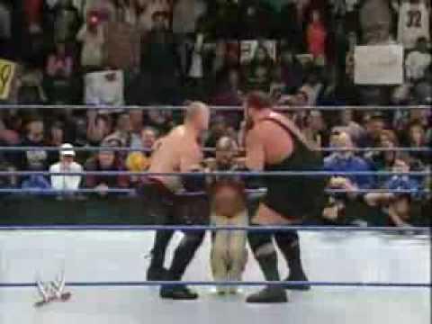 Smackdown - Undertaker Saves Rey Mysterio video
