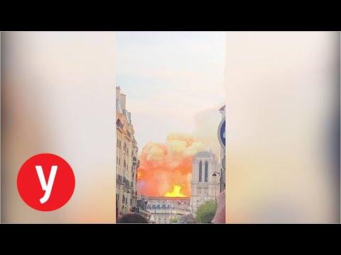 התיירים המומים: קתדרלת נוטדרם עולה באש