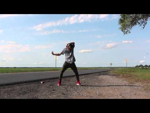 WALKING SHOES BY MALI MUSIC | a @s0phamish Freestyle