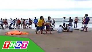 Du khách tắm biển lúc mưa to sóng lớn, 4 người chết, 2 người mất tích | THDT