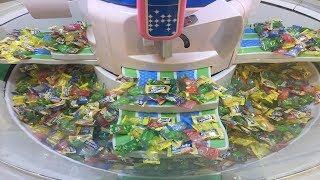 Máy tạo kẹo thần kỳ của bé | Bé chơi với máy tạo kẹo ngọt