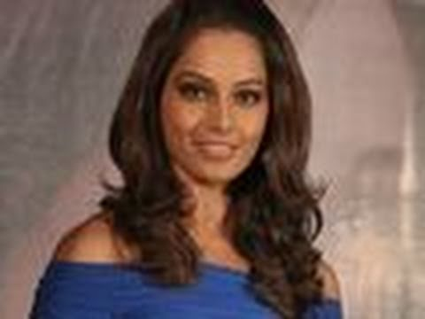 Bipasha Basu Desperate For An Item Song! video