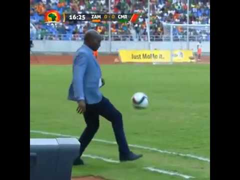 Zambia Coach Wedson Nyirenda tries to show off skills but fails!
