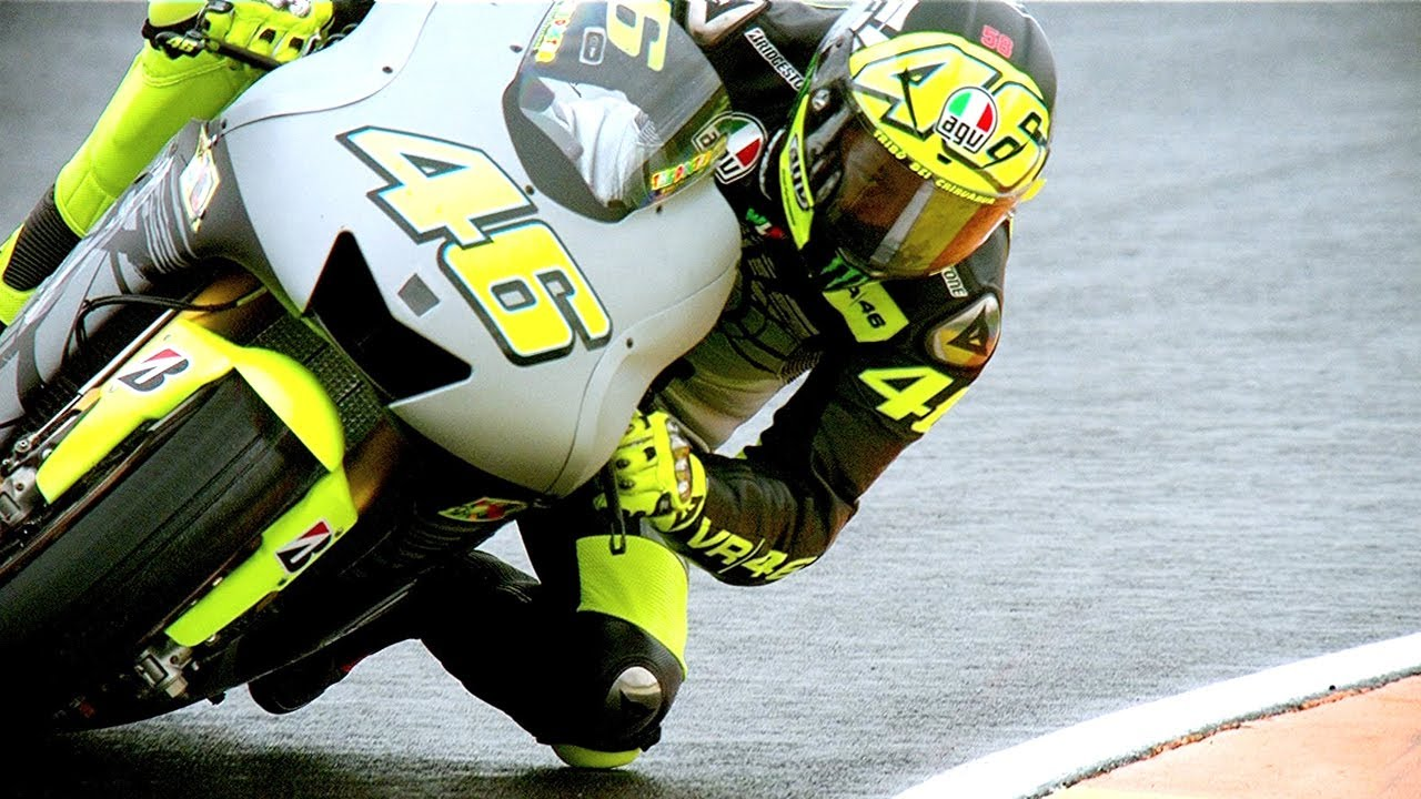 Valentino Rossi gets reacquainted with his Yamaha - YouTube