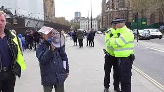 A MAN REFUSE TO GIVE UP HIS MEGA PHONE AND WINS PARLIAMENT 12/04/2019