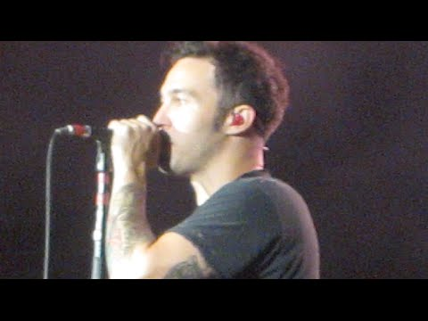 VLOGust: Pete Wentz TOUCHED My Hair!!  PARAMORE & FALL OUT BOY CONCERT
