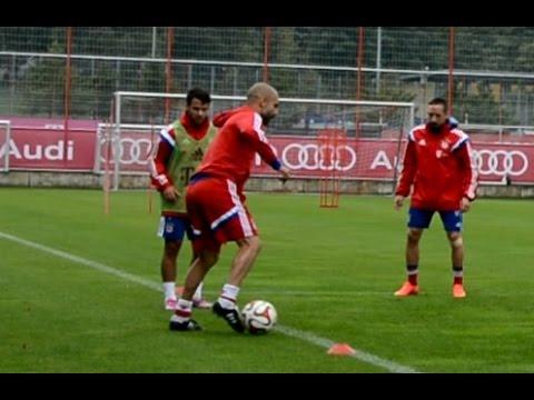 Pep Guardiola playing 8 vs 2 circle at FC Bayern Munich training