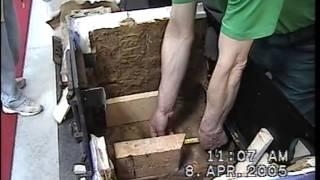 rok 2005/ Kachliar pri práci prenosnej pece na výstave, www.kachliar.sk