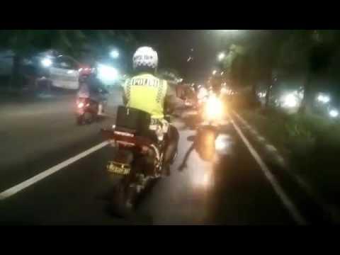download lagu Tidak Tau Kalau Sedang Di Kejar Polisi S gratis