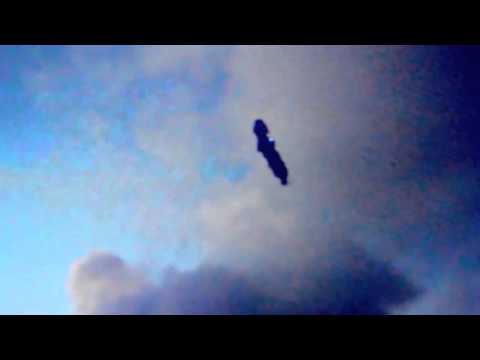 UFO Sightings Cigar Shaped UFO Captured Over Napa Just After Earthquake! 2014