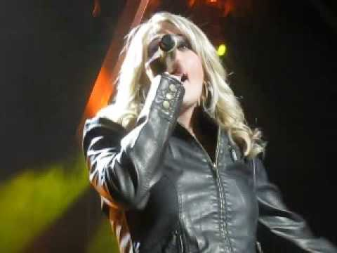 Carrie Underwood - Before He Cheats - Live - Milwaukee Wisconsin - 9/25/2008 - Front Row - Bradley Center Video