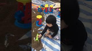 Tết 2019 - chơi xúc cát xây lâu đài