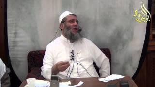 أستمعت الى دروس الشيخ صالح بن حمد العصيمي وأستفدة منه كثيراً وبدأة أنشر دروسه بين الأخوة فاعترض علي