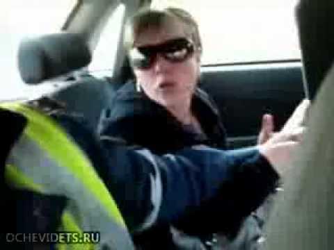 Пьяная женщина за рулем быкует и дерется