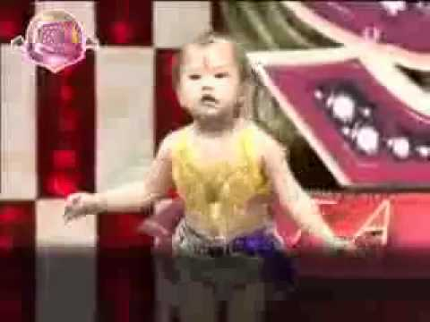 طفله كوريه ترقص رقص شرقي Korean baby dancing Arabic Dance - YouTube.flv