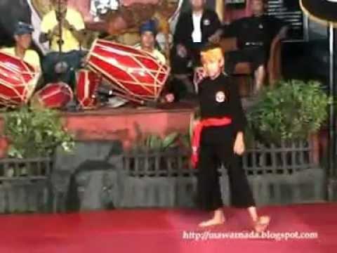 Simawar Bandung Sunda pencak Silat-ulfiyanti.mpg video