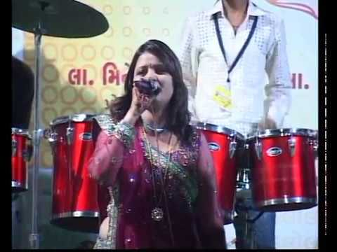 Aarti Jai Adhya Shakti - Darshna Vyas Gujarati Garba Song Navratri Live 2011 - Kalol - Day-4 Part-1 video