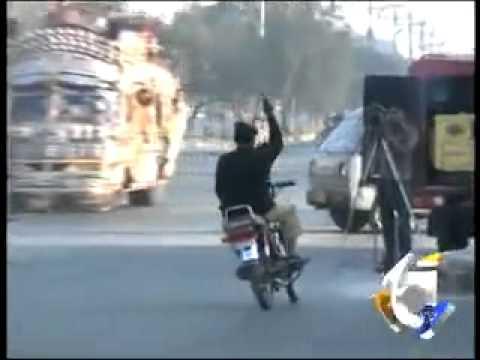 bechara police wala fired ho gaya heero ban ne k chakar mein