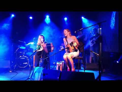 Ademar O Connor playing Blackbird with Sharon Shannon