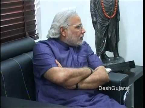 Bollywood star Ajay Devgam meets Gujarat Chief Minister Narendra Modi
