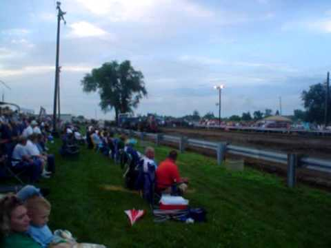 Farmall IH 1206 V8 Shelby Mo. tractor pull 3 Video