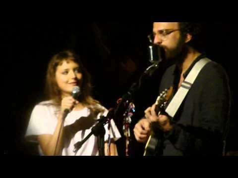 Mallu Magalhães e Marcelo Camelo - A Outra (Canal da Música, 27/10/12) thumbnail