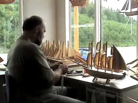 Artisan de bateaux miniatures en bois youtube for Maison miniature en bois