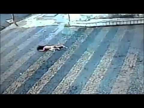 3階から転落した赤ちゃん・・・なんと無傷?!